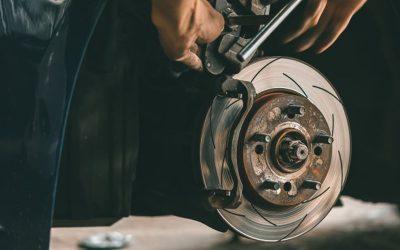 ¿Cuándo debería cambiar los frenos de mi coche?